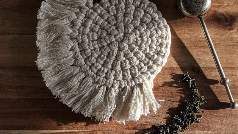 Sous-plat en macramé blanc